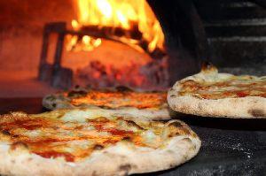 Restaurant Italia mit leckerer, knuspriger Pizza und Pastain Herzogenrath.
